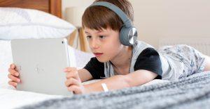 i-ville-kid-using-tablet
